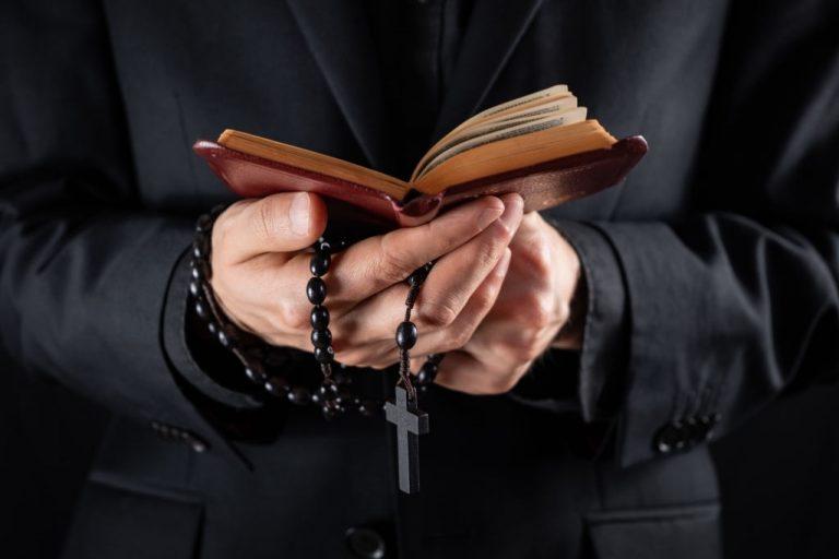 Sacerdote – Significado Y Simbolismo De Los Sueños 1